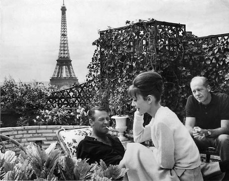 ------* SIEMPRE NOS QUEDARA PARIS *------ - Página 36 Paris+when+it+Sizzles+Audrey+Hepburn