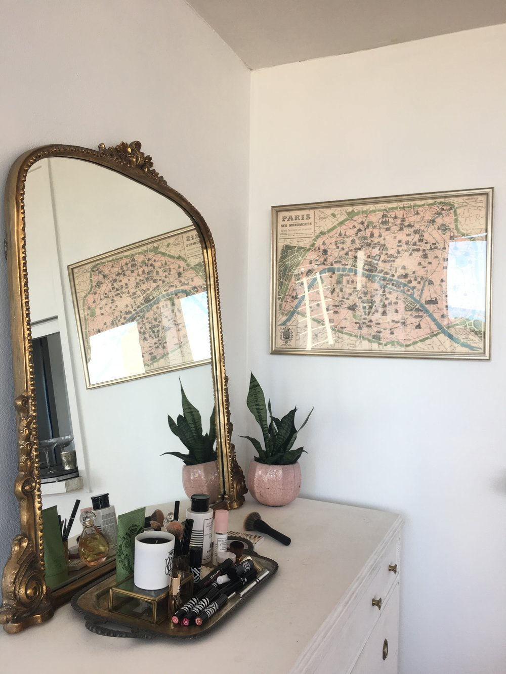 my favorite corner in my apartment thanks to this Parisian inspired mirror and map