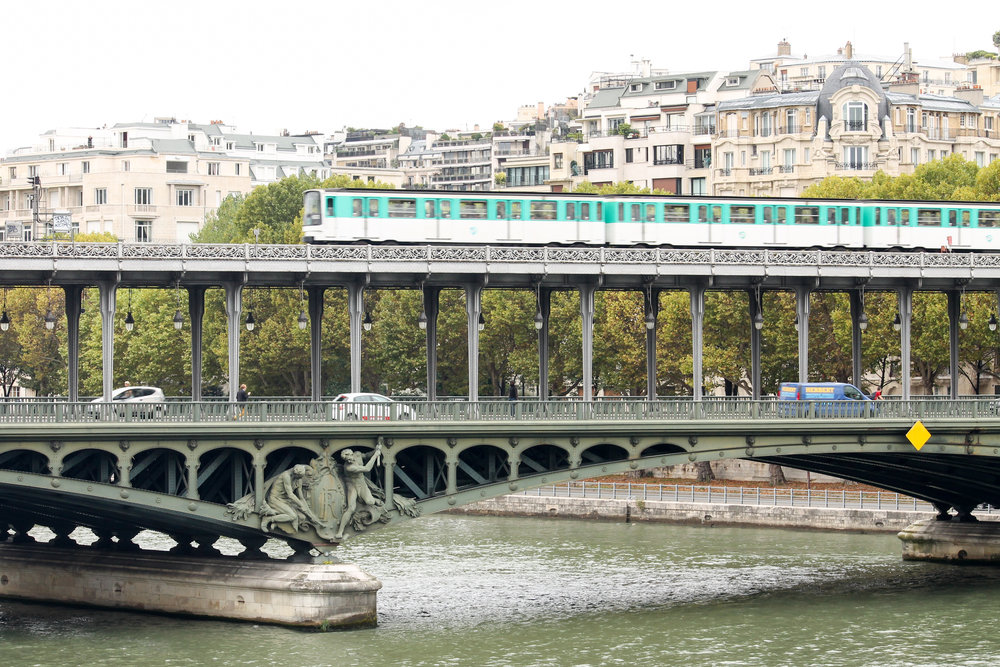 how to get from CDG Paris airport to the city of Paris everyday parisian