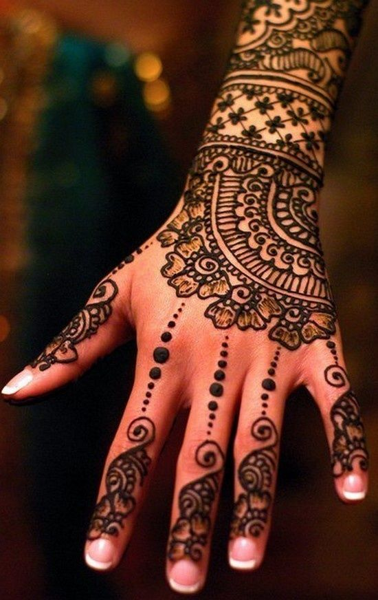 Mehndi on hand design 2