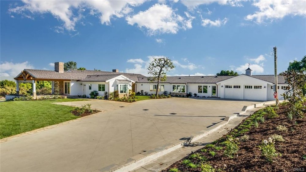With 5 beds, 5 baths, on a nearly 2.5 acre lot, this 5,500 SF new(er) construction built in 2016 boasts a lot of tranquility and serenity. Coastal plantation style is popular at the beach, and as we see here, works for Rolling Hills as well.