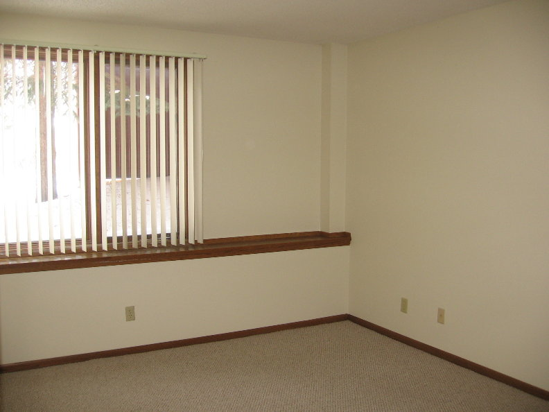 Unit 7 Bedroom.JPG