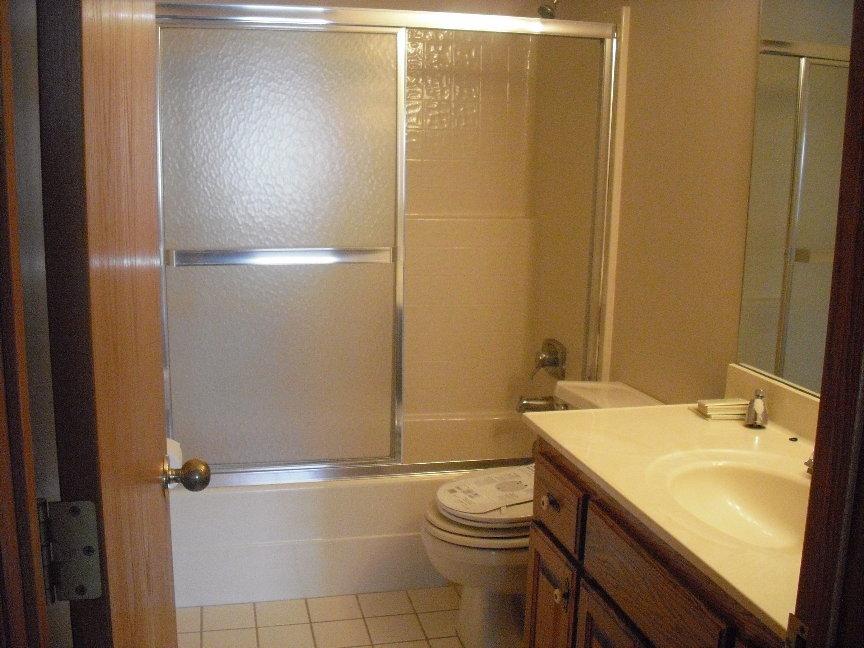 Another Bathroom.JPG