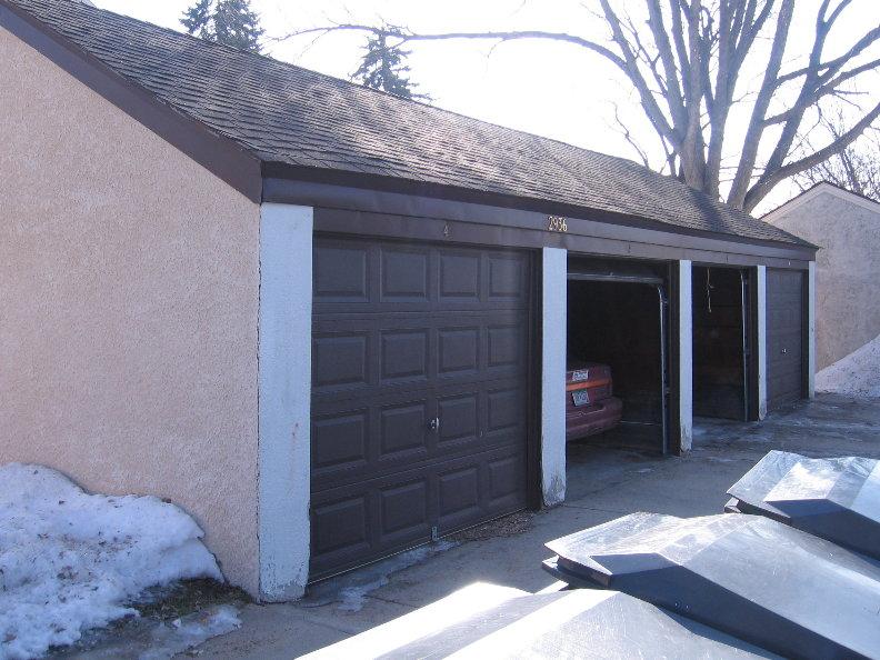 2936 Garages.JPG