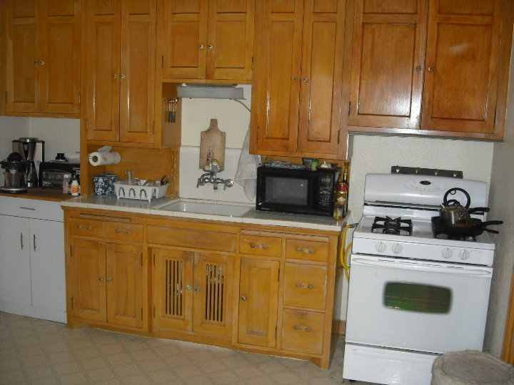 2940 3 Kitchen Cupboards.JPG