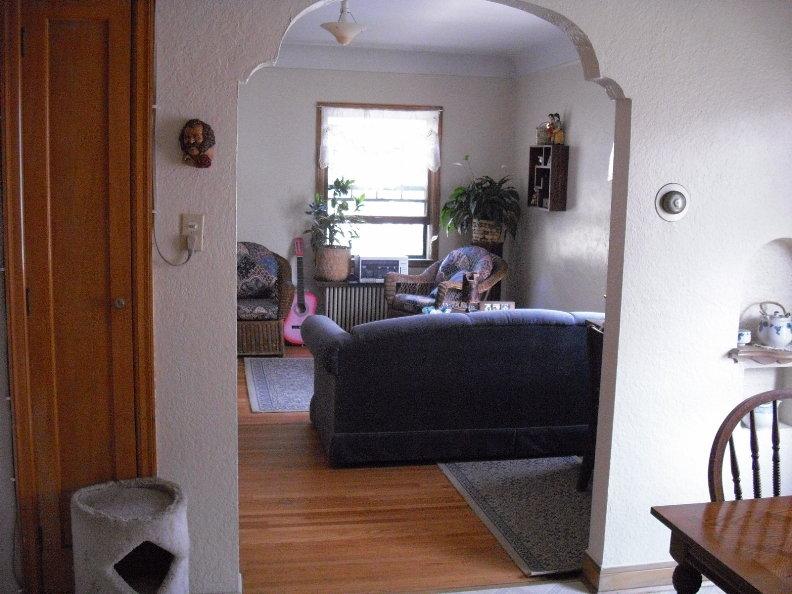 2940 3 Living room.JPG