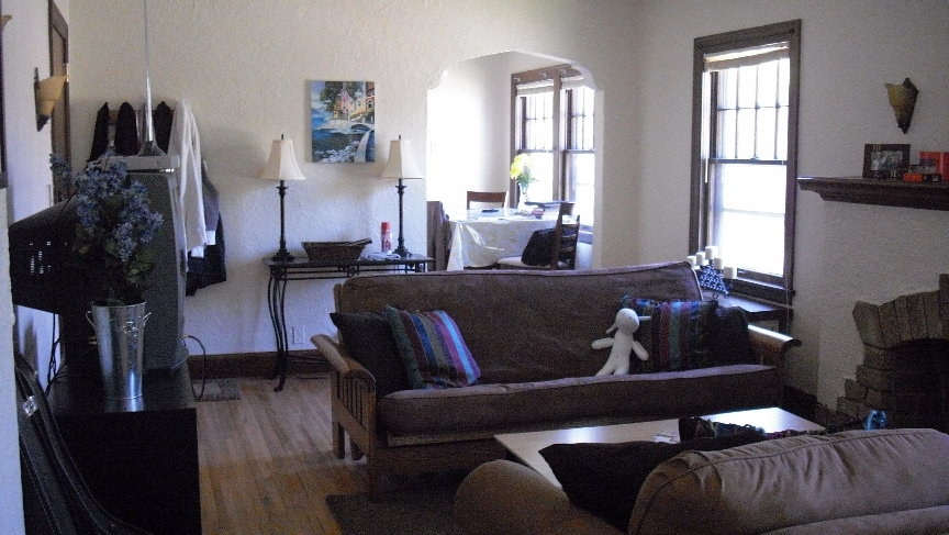 Unit 4 Living Room 2.JPG