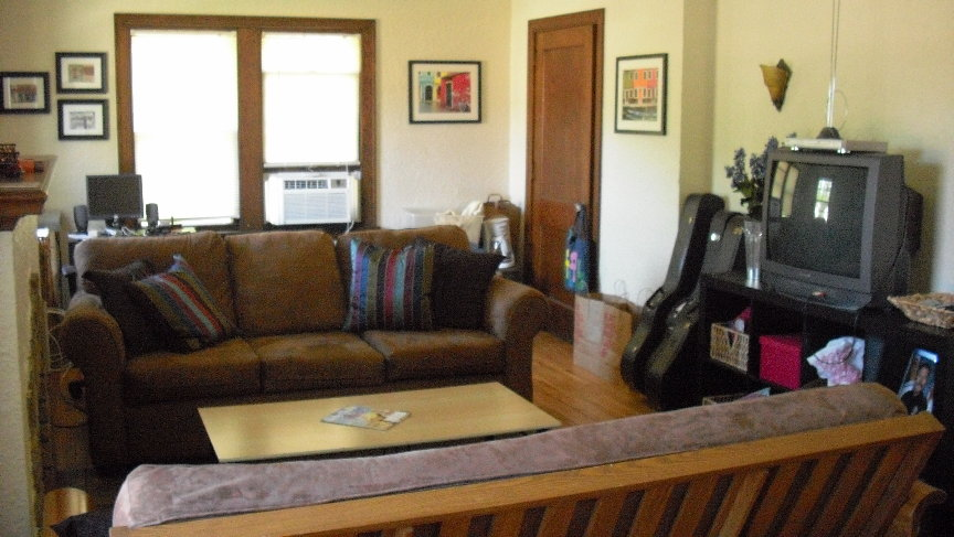 Unit 4 Living room.JPG