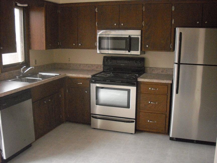 2032C Kitchen.JPG