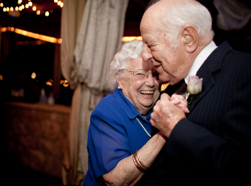 grandparents dancing austin wedding photgraphy