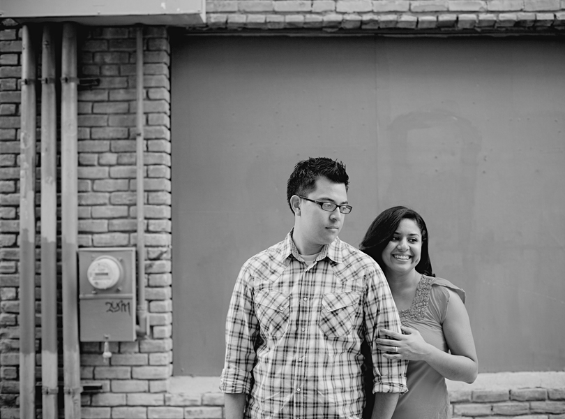 UT campus engagement session, austin engagement photographer, black and white photography, hispanic couple
