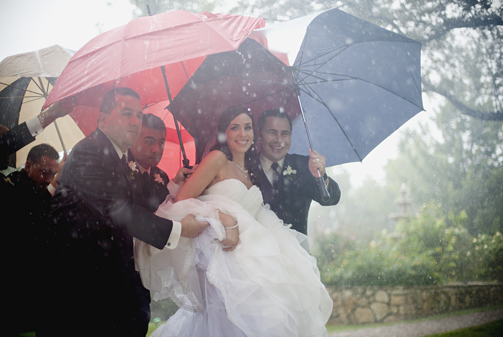 Just Married, rainy weather, wedding dress, umbrellas, inclement weather, rain, red, bride, smile, happy, relief