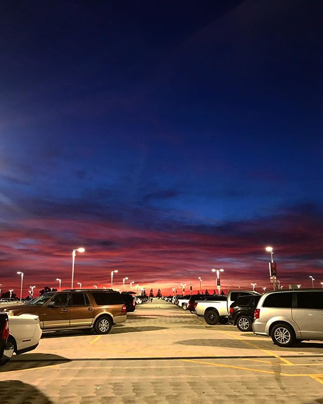 The sky today was beautiful . Taken on top of Disneyland parking structure before the sun went away.  #sunset #colorful #natural #beautifulcolors #skypics