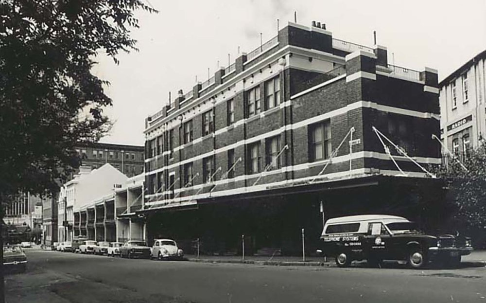 APM 22 - Mercantile Hotel from the north - 1978 - 1981.JPG