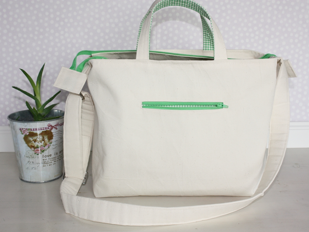 The Allison bag - a practical bag with lots of pockets for the organized woman