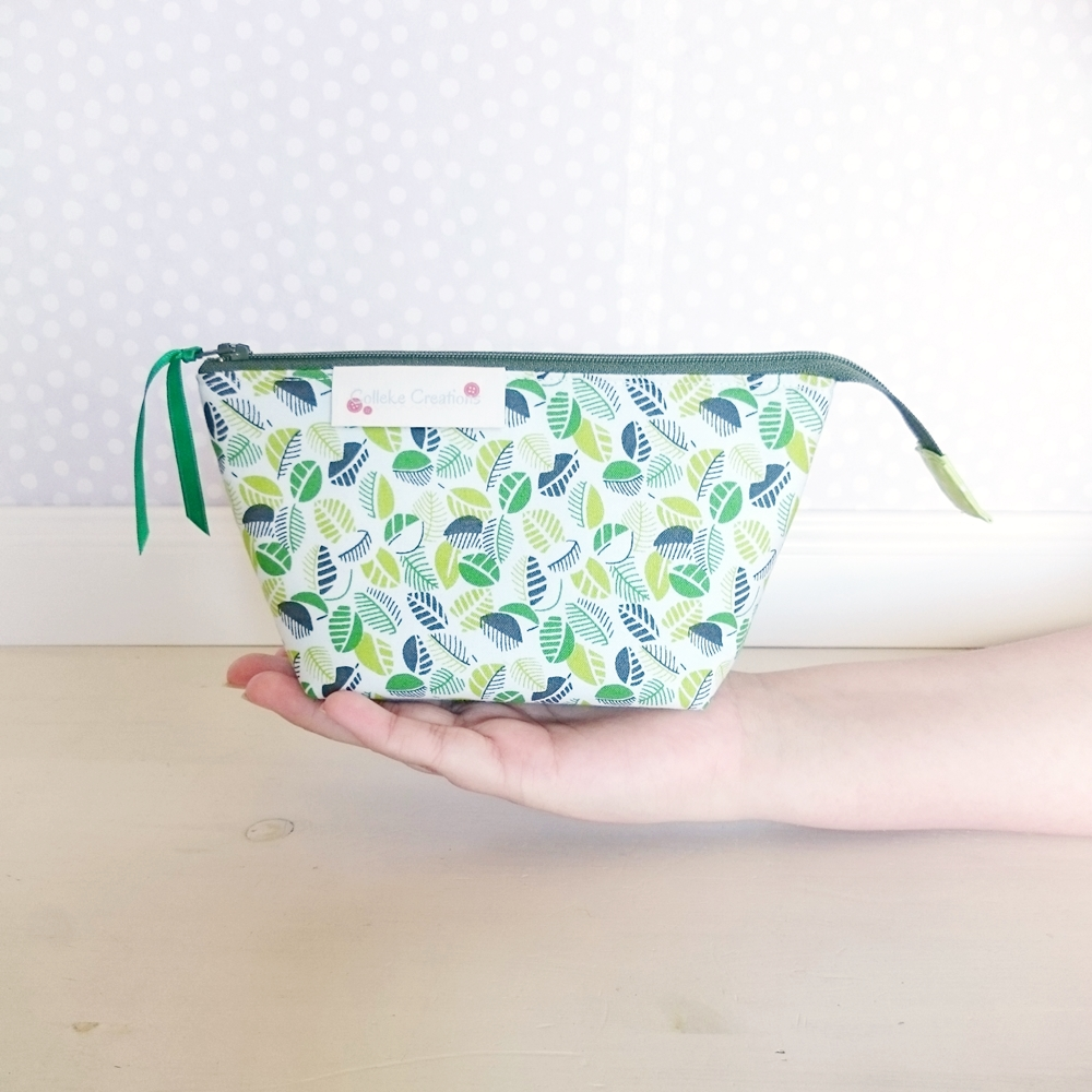 Boxed zipper pouch Olivia in green