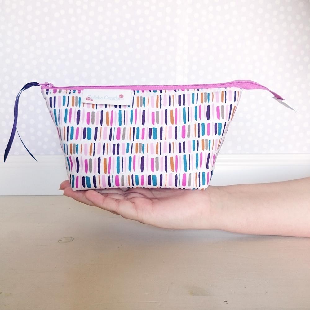 Boxed zipper pouch Emma in purple