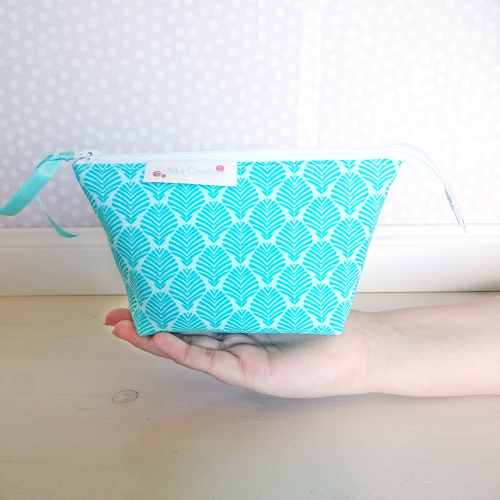 Boxed zipper pouch Olivia in turqoise
