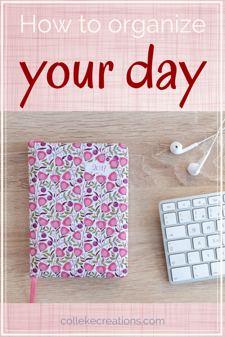 9 tips for organizing your day better in order to save time but still remain flexible. With a free printable family calendar in 4 different colors - Colleke Creations