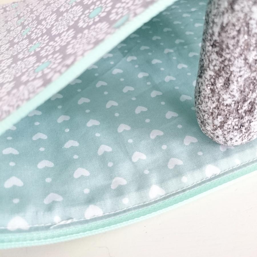 Flat zipper pouch in gray