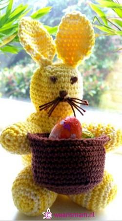 Easter bunny holding basket