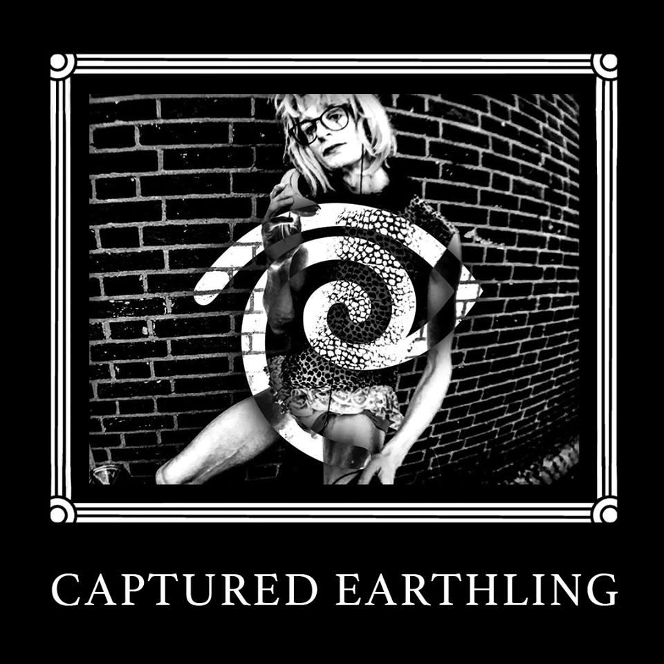 - Captured Earthling's 'Stuck in Squares': Ritueel-Vierkantige-Existentiële-Psychotropische-Elektronische-Dans-Muziek.