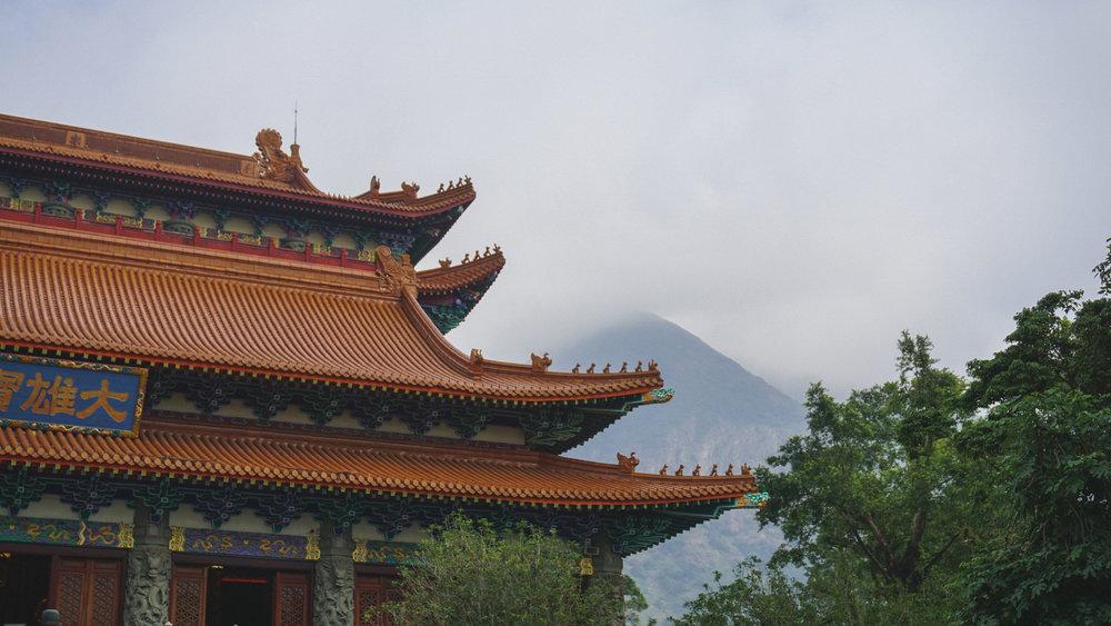 Hong Kong temple-mountain.jpg