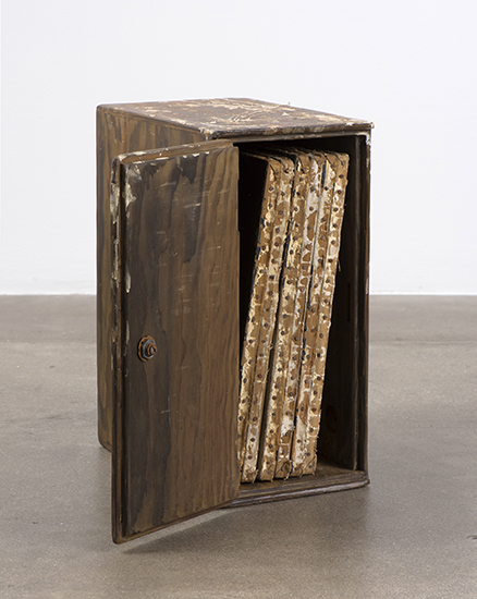 Untitled, 2016 wooden box, oil 48 x 23,5 x 36 cm - 18 7/8 x 9 1/4 x 14 1/8 inches