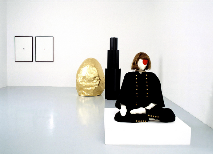 Paris ,   16.04.2005 > 21.05.2005   MAI-THU PERRET   HEROINE OF THE PEOPLE