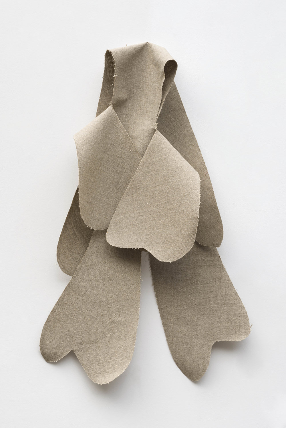 Nathan Mabry, Feels (Ghost I), 2017 belgian linen, brass 104 x 56 x 20,5 cm - 40 x 22 1/16 x 8 1/16 inches