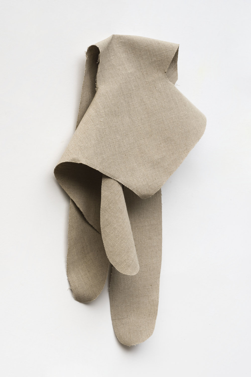 Nathan Mabry, Feels (Ghost IV), 2017 belgian linen, brass 76 x 51 x 21 cm - 29 x 20 3/32 x 8 9/32 inches
