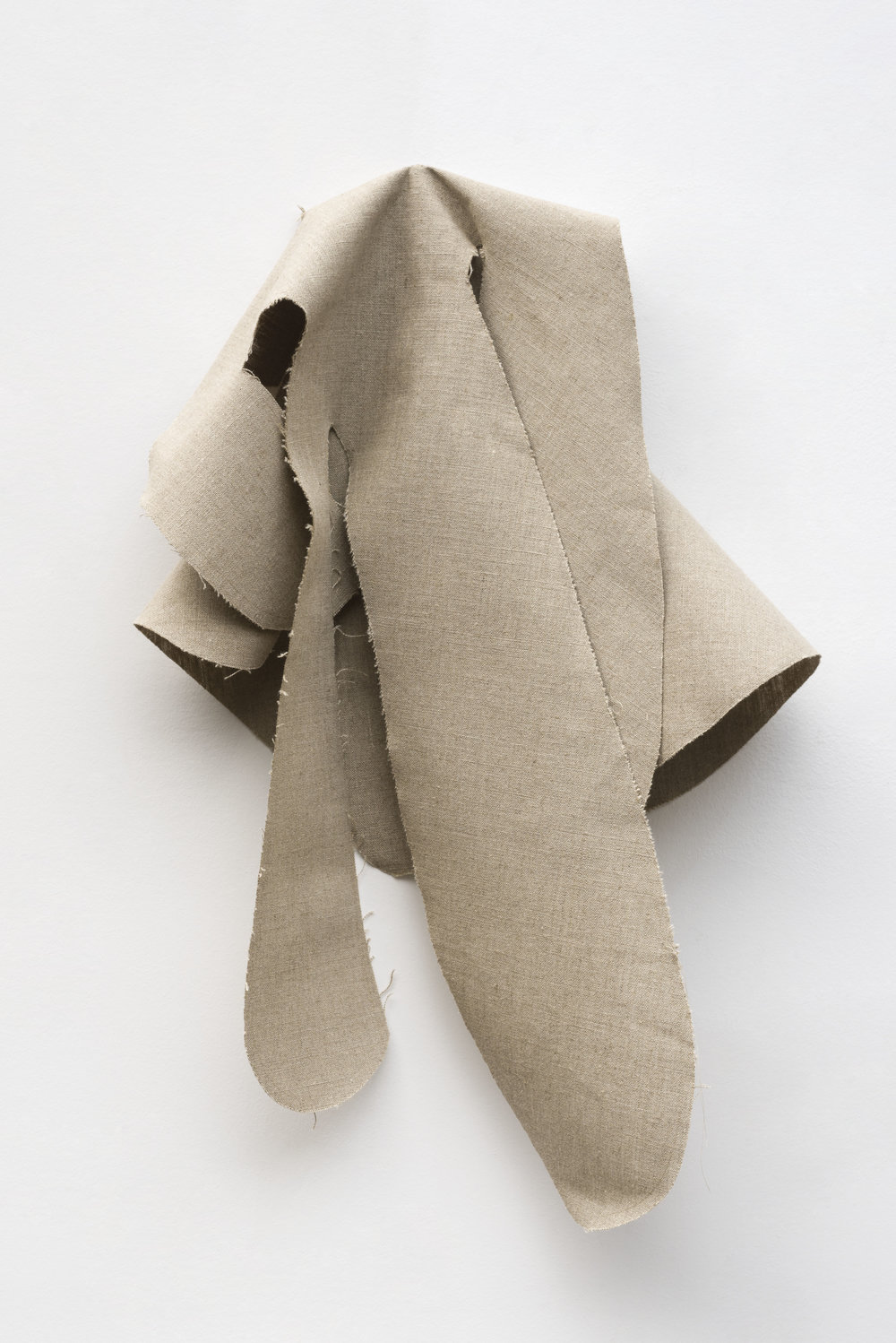 Nathan Mabry, Feels (Ghost V), 2017 belgian linen, brass 76 x 56 x 21 cm - 29 x 22 1/16 x 8 9/32 inches
