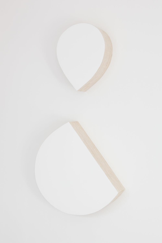 Et qui par lui-même est un et, 2015 plywood, laquer paint 120 x 60 x 12 cm - 47 1/4 x 23 5/8 x 4 3/4 inches