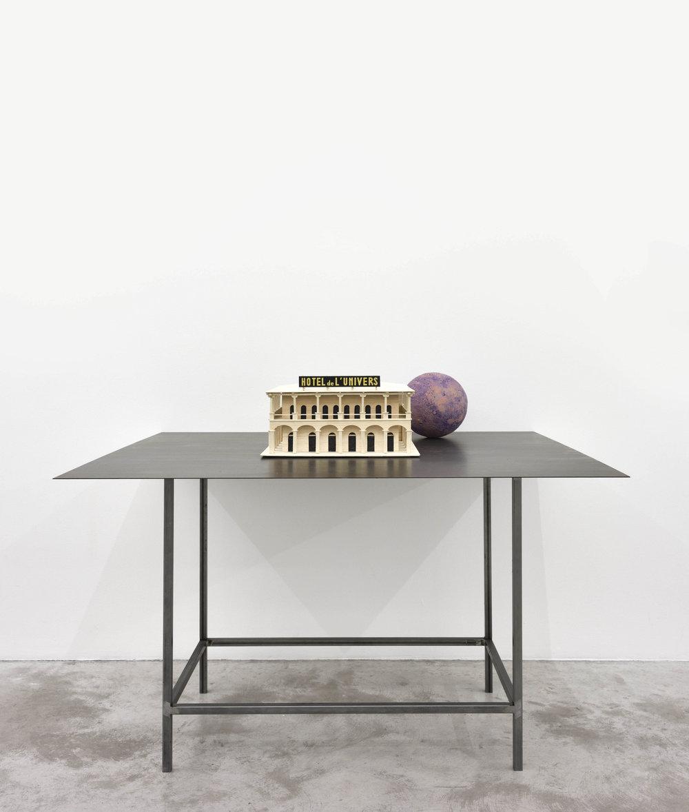 Pierre Ardouvin  Hotel de l'Univers , 2018 Bois, table métal, globe 100 x 120 x 100 cm (39 3/8 x 47 1/4 x 39 3/8 in)