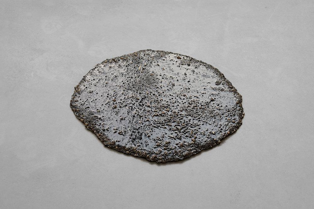 Marlie Mul Puddle (Brown Grit), 2013 sand, stones, resin Ø 21 21/32in Ø 21 21/32inch (Ø 55cm Ø 55cm)