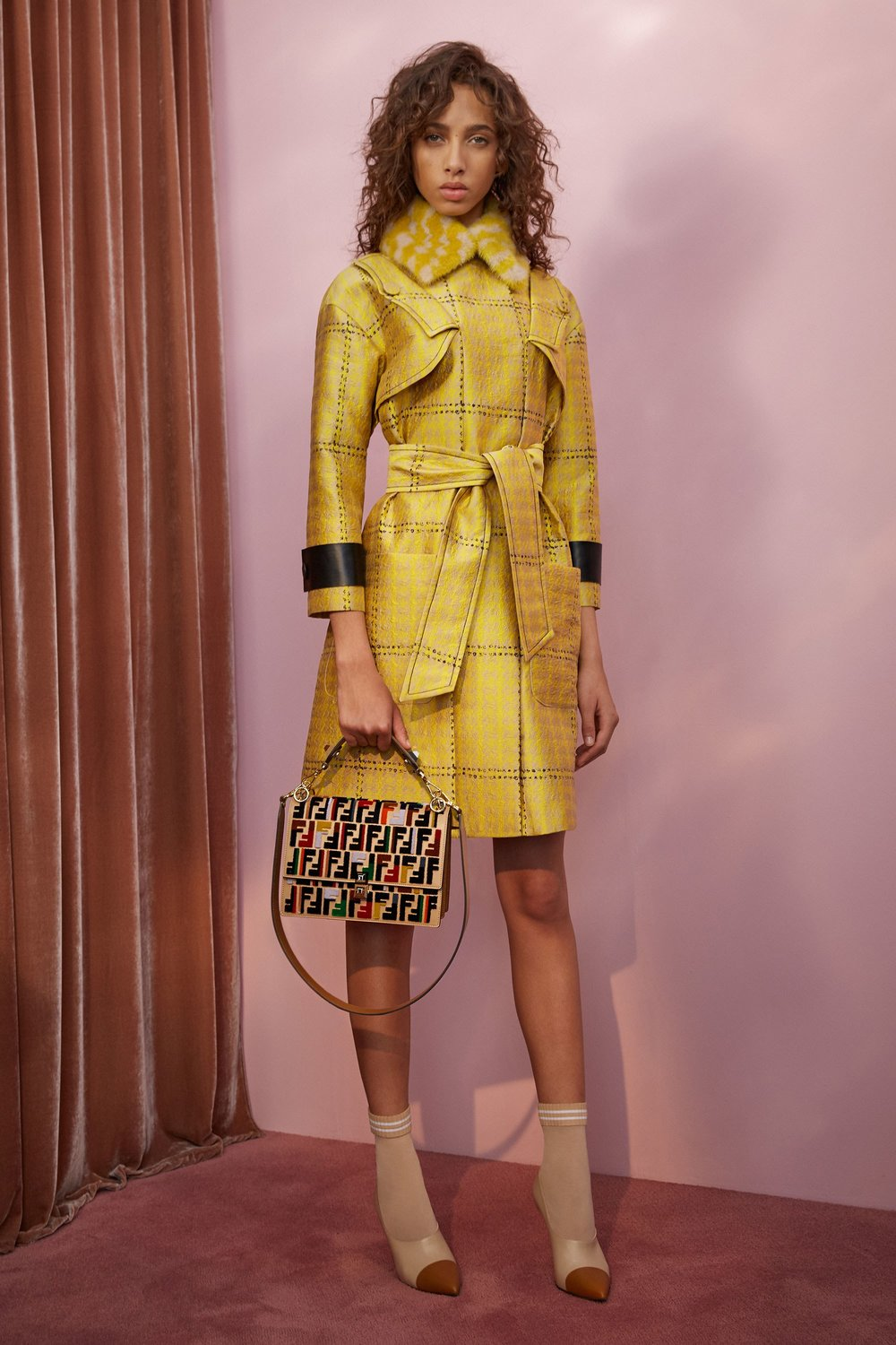 20-fendi-resort-2018.jpg