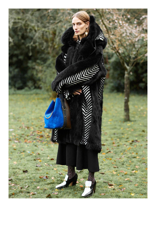 Givenchy_1512958885_c1_look_11.jpg