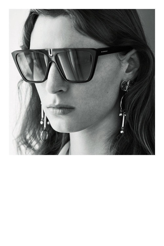 Givenchy_1512958885_a1_look_41.jpg