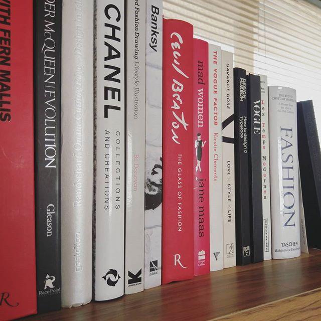 Finally tidy up my top shelf!  #bookshelf #book #fashionreview #bookreviews #bookworm #booknerd #bookstagram #books #bookaholic #prilaga #bookme #bookreview #booklove #booknow #bookaddict #instagram #booklover #bookporn #beautyreview #review #filmreview #thefashionsociologist #fashionsociology