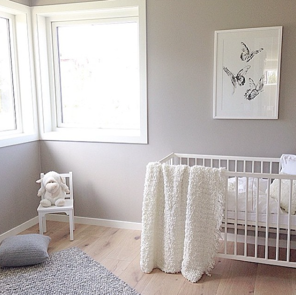 The  Sommerdans   art print looks beautiful in this nursery. Photo: Intro Interiør