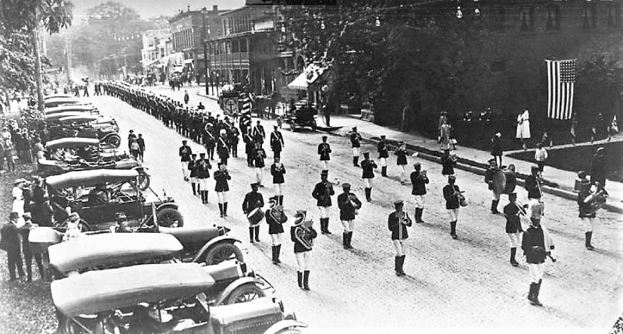 Band on East Liberty St 1916.jpg