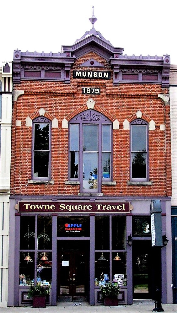 Towne Square Travel Photo.jpg
