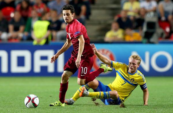 Ex-Monaco playmaker Bernardo Silva (L) contests the 2015 European U-21 Championship Final