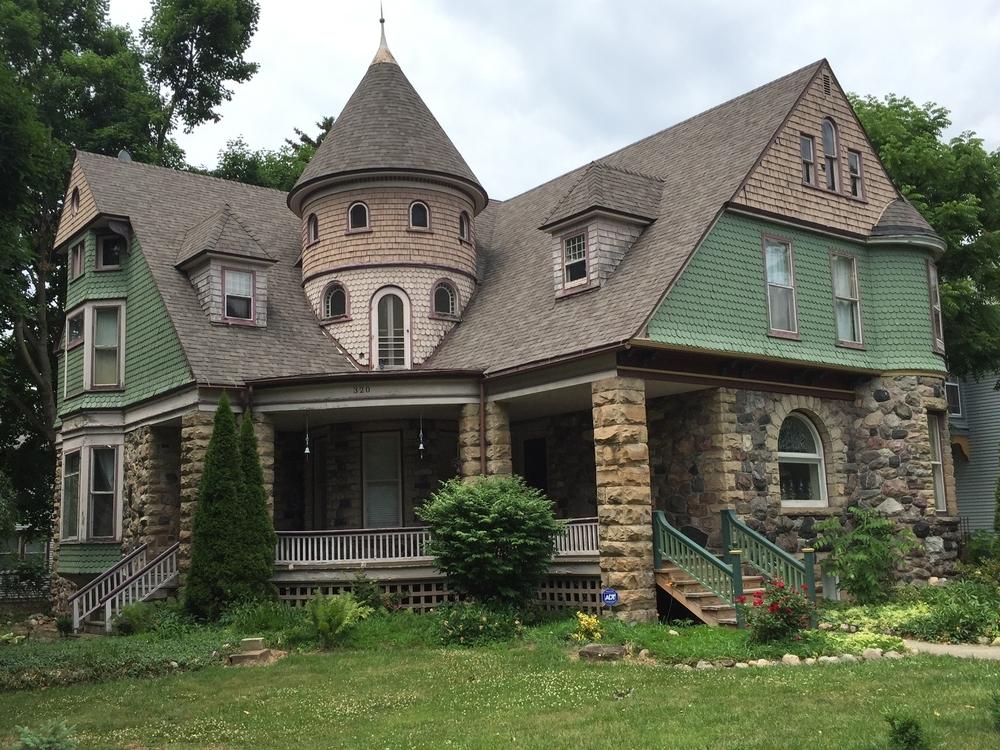6. Bowen House 320 Dennis Street, 1897