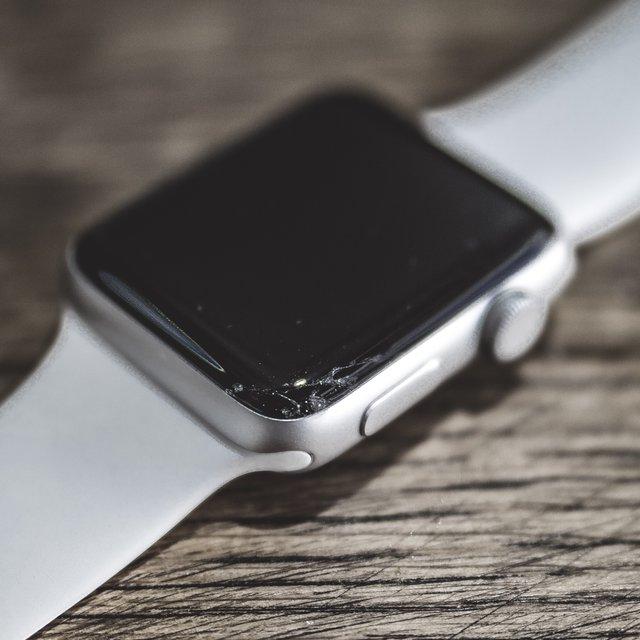 Apple Watch Series 2 Cracked Screen