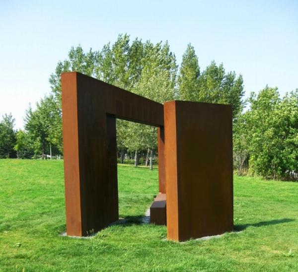 Continuum (2009) - Continuum 2009 est une sculpture réalisée par Roland Poulin, à la mémoire de Pierre Perrault qui a été inaugurée le 5 juin 2010.Découvrez-en plus