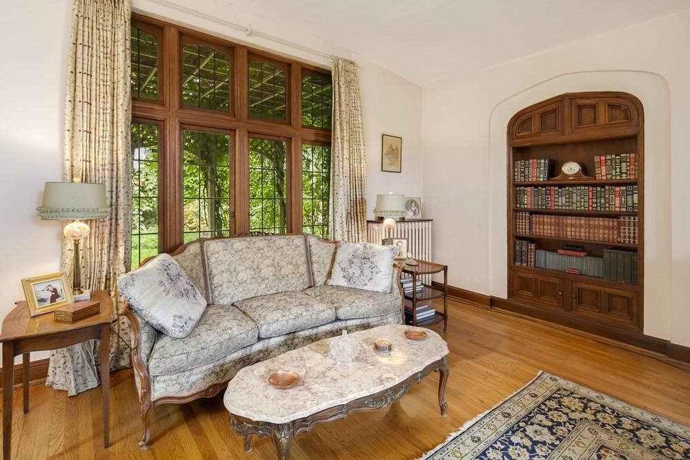 7 Living Room.jpg