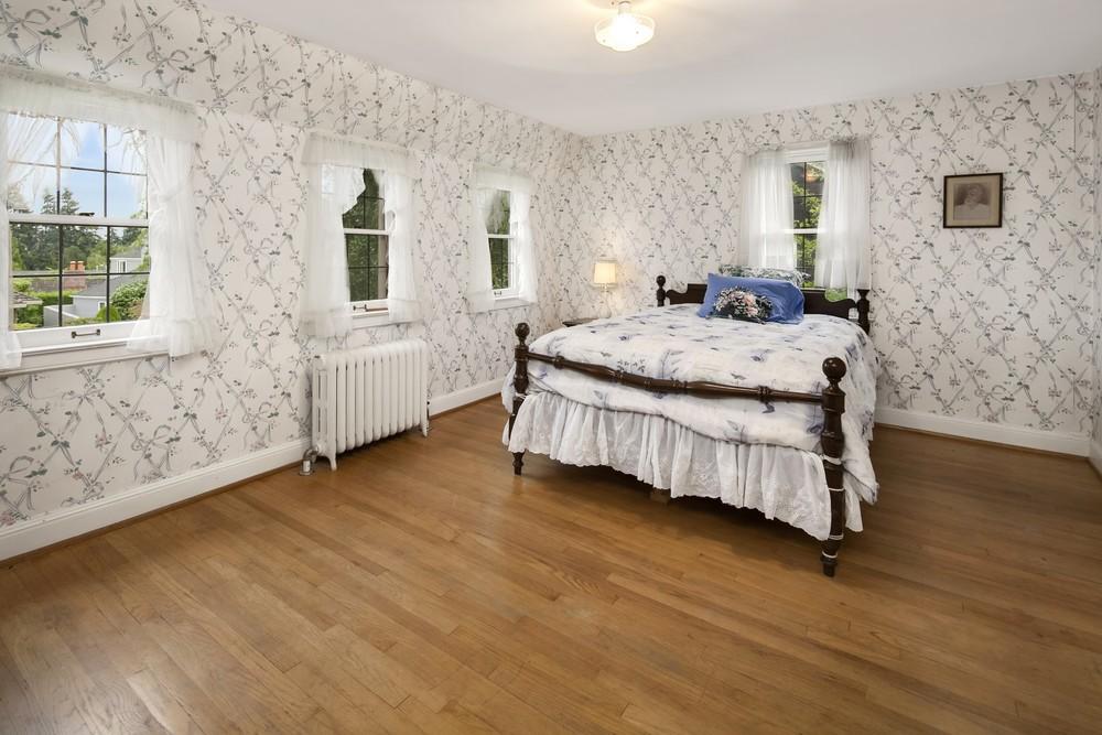 13 Bedroom.jpg