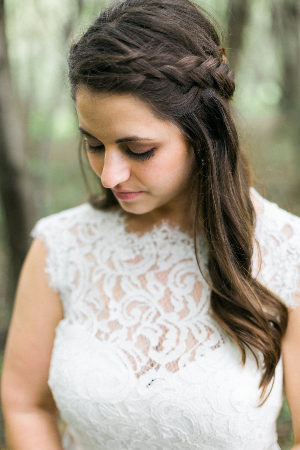 Wisconsin Woodland Wedding  | Photo by Laurelyn Savannah Photography