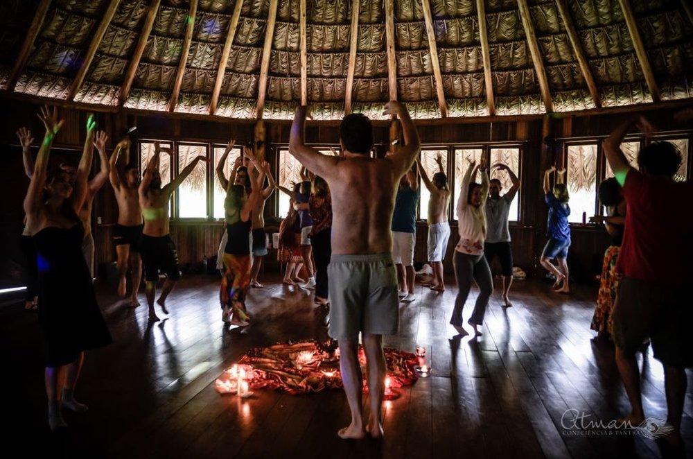 Meditação dinâmica. Foto: Mel Melissa Maurer.